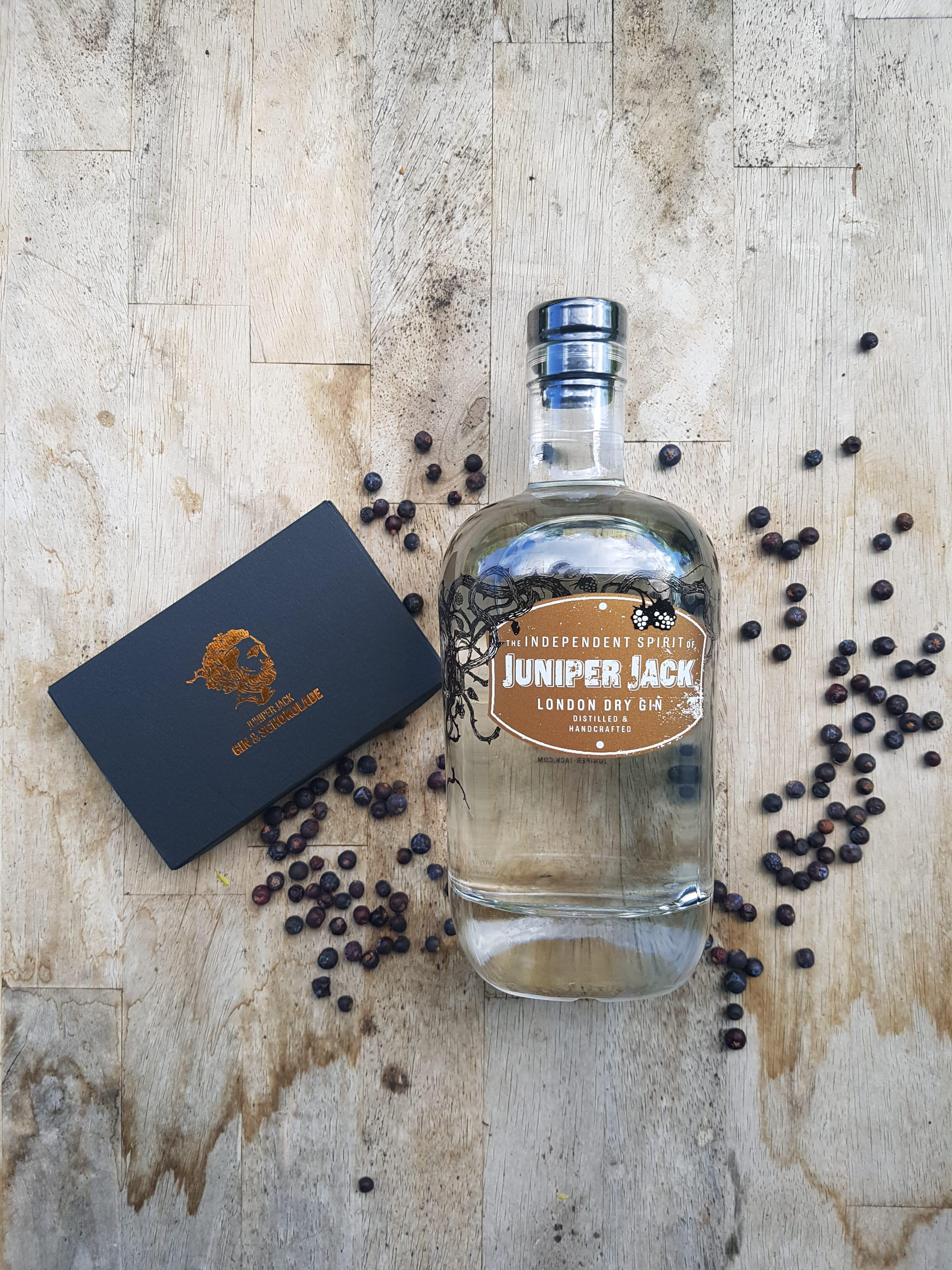 Altes Design Juniper Jack London Dry Gin Flasche