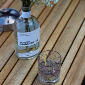 Berliner_Brandstifter_Dry_Gin_Berlin_Blumen_AmaGin-de-min